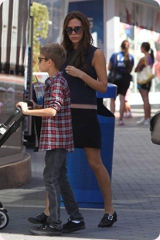 Victoria Beckham pillada con… ¡Zapatos planos!!!