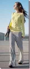 Cómo combinar tus pantalones a rayas blancas y negras 1