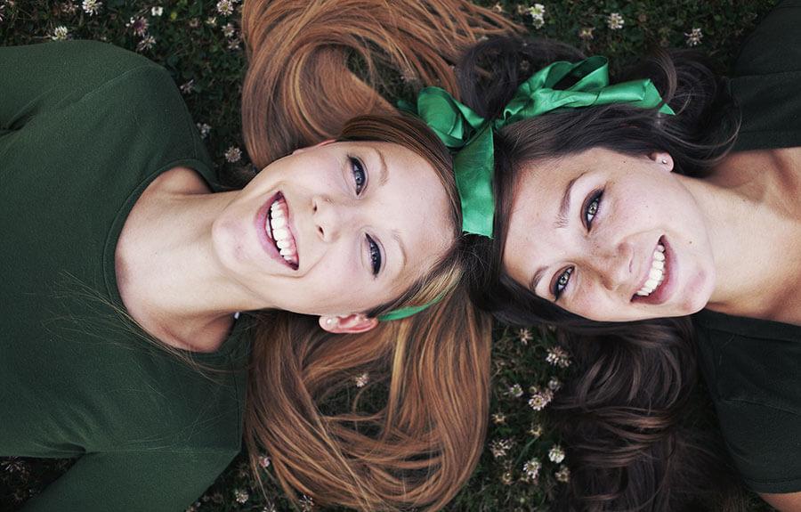 chicas con una sonrisa perfecta